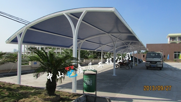 关于停车棚的结构的优点